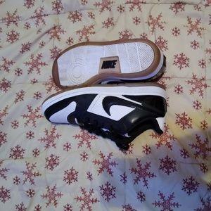 Nike Shoes - Nike Air Prestige 3 Si Premium athletic shoe